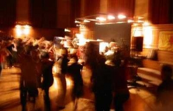 blurred_dancers